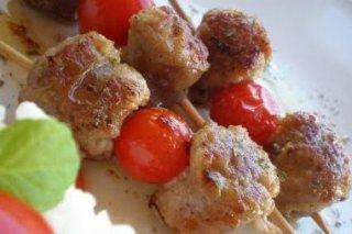 Receta de pinchos morunos con tomate cherry