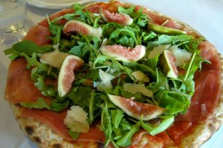 Receta de pizza de higos con jamón