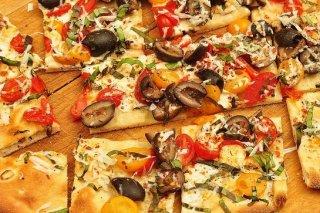 Receta de pizza de mozzarella con aceitunas