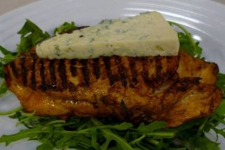 Receta de pollo a las hierbas con queso azul
