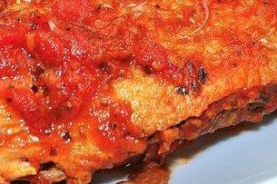 Receta de pollo empanado con tomate