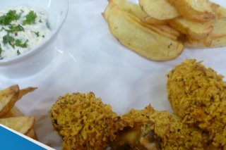 Receta de pollo empanizado con papas rostizadas