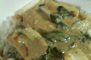 Receta de pollo en salsa con espinacas