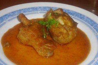 Receta de pollo en salsa de vino y pimentón