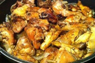 Receta de pollo rustido con zanahorias