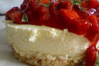 Receta de tarta fría de queso y fresas