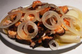 Receta de pulpo con patatas confitadas