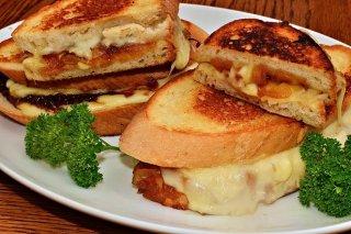 Receta de queso de cabra con cebolla caramelizada