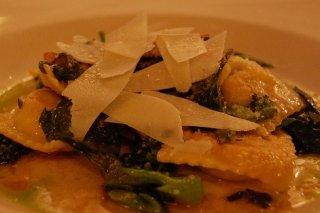 Receta de raviolis de carne con aceite de oliva y queso parmesano