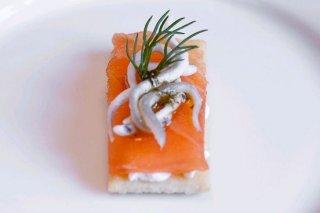 Receta de regaña con queso, salmón ahumado y gulas