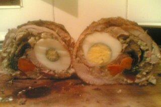 Receta de rollo de carne, relleno con verduras huevo y bacón