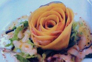 Receta de rosa de jamón y mango con salsa blanca