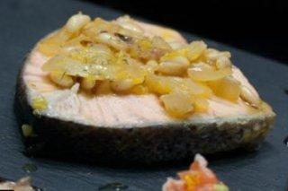 Receta de salmón a la naranja con cebolla