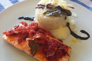 Receta de salmón a la placha con virutas de jamón