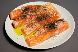 Receta de salmón a la plancha al ajillo