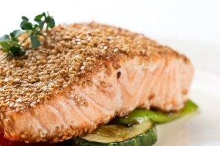Receta de salmón al grill con alioli de albahaca