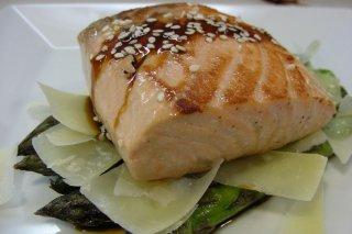 Receta de salmón con espárragos verdes