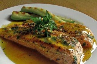 Receta de salmón con hierbas y mostaza