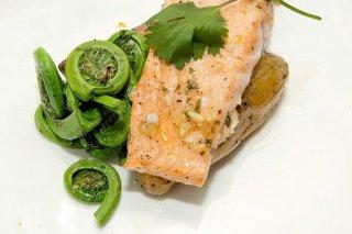 Receta de salmón con piñones