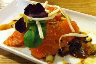 Receta de salmón marinado con salsa de miel y soja