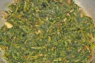 Receta de salteado de espinacas con ajos tiernos