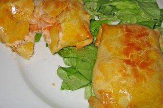 Receta de saquitos rellenos de salmón, gambas y crema fresca