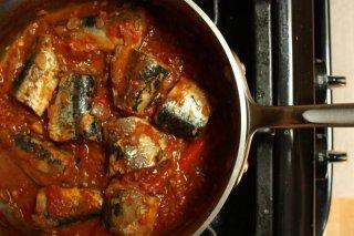 Receta de sardinas en tomate con berenjena