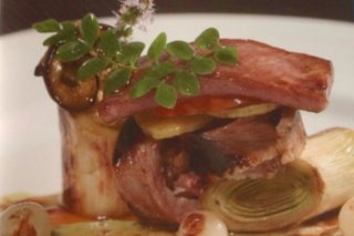 Receta de secreto ibérico con su jugo y verduras a la plancha