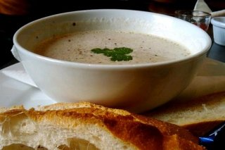 Receta de sopa de champiñones con manzanilla de san lúcar de barrameda