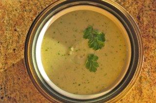 Receta de sopa de pepinos con nueces