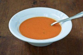 Receta de sopa de tomate con guisantes