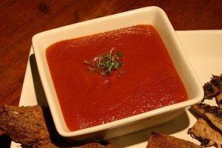 Receta de sopa de tomate con remolacha y queso feta