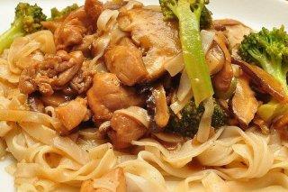 Receta de tallarines con pollo y brócoli