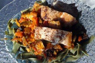 Receta de tallarines de espinacas con berenjena y pollo