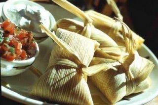 Receta de tamales rellenos de maiz y queso