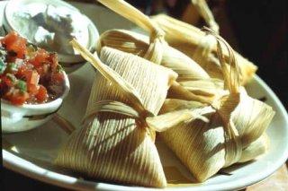 Receta de tamales rellenos de carne, aceitunas y huevo