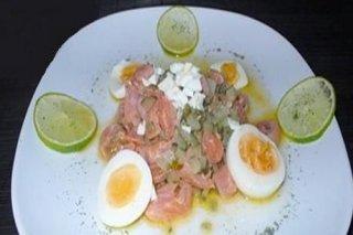 Receta de taquitos de salmón ahumado marinado con lima