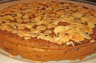 Receta de tarta de chocolate y avellanas con almendras laminadas