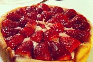 Receta de tarta de crema y fresas