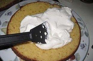 Receta de tarta de peras dulces con nata