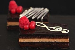 Receta de tarta ópera con crema de moka y chocolate