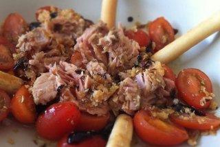 Receta de tomates dulces con atún