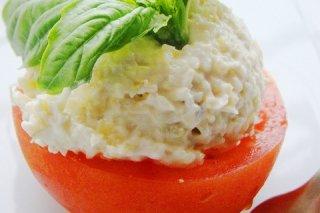Receta de tomates rellenos de ensalada de arroz