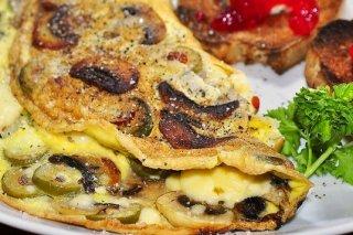Receta de tortilla de aceitunas verdes y champiñones