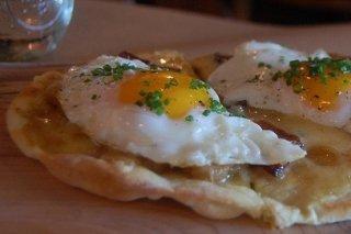 Receta de tosta de huevo frito y cebollino