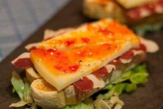 Receta de tosta de jamón de pato y queso