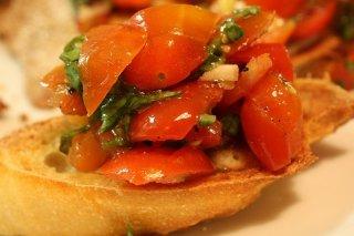 Receta de tosta de tomate y cebolla