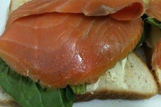Receta de tostada de espinacas y salmón ahumado