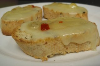 Receta de tostadas de queso y mermelada de pimientos