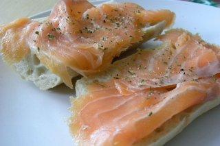Receta de tostas de salmón ahumado